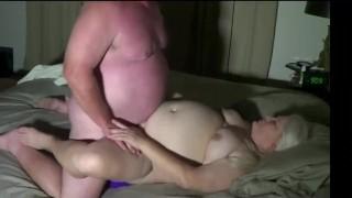 Szőke eléggé kövér kis cicis anyukát férje dugja